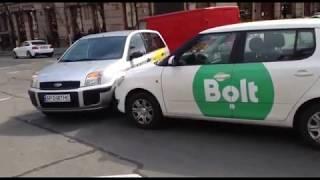 У центрі Києва маневри двох таксистів закінчилися ДТП